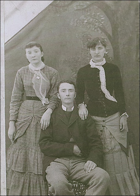 Peter Livingston Barker and sisters