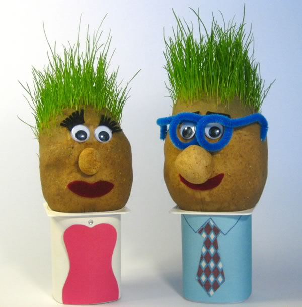 grass-heads-couple-600x611